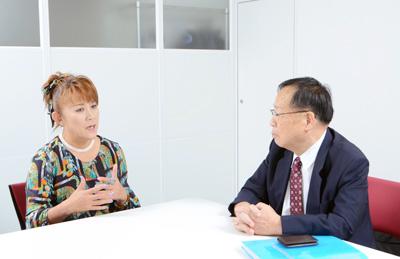 インタビューは9月13日(水)、山田さんの所属する太田プロダクション第1 会議室において行われた