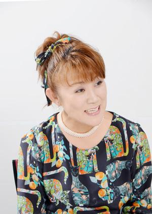 NHK の「好きなタレント調査」で8年連続1位を記録した山田邦子さん。2007年、乳がんになり手術をする。以後、「がん」についての講演などを精力的に行い、2008年には〝がん撲滅〟を目指す芸能人チャリティ組織「スター混声合唱団」を結成し団長を務めた。2008年〜2010年には厚生労働省「がんに関する普及啓発懇談会」メンバーとして活躍