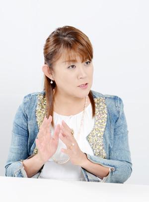 NHK の「好きなタレント調査」で8年連続1 位を記録した山田邦子さん。 2007 年、乳がんになり手術をする。以後、「がん」についての講演などを精力的に行い、2008 年には〝がん撲滅〟を目指す芸能人チャリティ組織「スター混声合唱団」を結成し、以後団長を務めている。2008 年〜2010 年には厚生労働省「がんに関する普及啓発懇談会」メンバーとして活躍