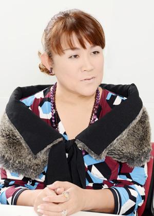 NHK の「好きなタレント調査」で8年連続1 位を記録した山田邦子さん。2007 年、乳がんになり手術をする。以後、「がん」についての講演などを精力的に行い、2008 年には〝がん撲滅〟を目指す芸能人チャリティ組織「スター混声合唱団」を結成し、以後団長を務めている。2008 年〜2010 年には厚生労働省「がんに関する普及啓発懇談会」メンバーとして活躍。リカちゃんキャッスル25 周年記念アンバサダー(2018 年5月3日〜2019年5月2日)としても活動中