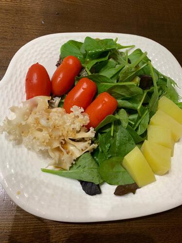 写真2 ハナビラタケのサラダ