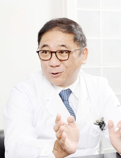 「ところで、山田さんに質問です。治療するのに二つのオプションがあるとします。ひとつはすごく苦しい治療をして1年生きる。もうひとつは苦しい治療をしないで半年で死ぬ。どちらを選びますか?」