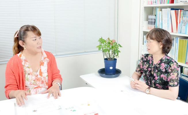 川口美喜子教授との対談は2020 年7 月2 日(木)、東京都千代田区の大妻女子大学・川口教授室において行われた