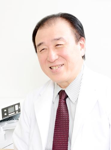 高橋秀実(たかはし・ひでみ) 「丸山ワクチン」研究の第一人者。日本で唯一「丸山ワクチン」の外来受付がある日本医科大学附属病院ワクチン療法研究施設(丸山ワクチン有償治験基幹施設)の顧問。同大学名誉教授として、同大学付属病院東洋医学科で外来診療も担当。1980 年 日本医科大学医学部卒業(付属病院 第3内科学教室入局)。1985 年 大学院(博士課程)修了、医学博士号(甲種)取得。1987 年1 月〜1990 年9 月 米国国立癌研究所客員研究員。1997 年〜2019 年3月、日本医科大学微生物学・免疫学講座主任教授。1998 年~京都大学ウイルス研究所エイズ研究施設感染制御領域客員教授。2005 年~日本医科大学付属病院東洋医学科部長(兼務)。 2013 年~日本医科大学ワクチン療法研究施設顧問(兼務)。2019 年~日本医科大学名誉教授。日本医科大学付属病院東洋医学科顧問(兼務)。2019 年 漢方・免疫 たかはし内科クリニックを開設。所属学会:日本東洋医学会代議員ならびに同編集委員会、日本免疫学会評議員、日本アレルギー学会代議員、日本ウイルス学会評議員、日本細菌学会評議員、日本医科大学医学会理事、日本医科大学医師会理事、日本エイズ学会理事兼編集長